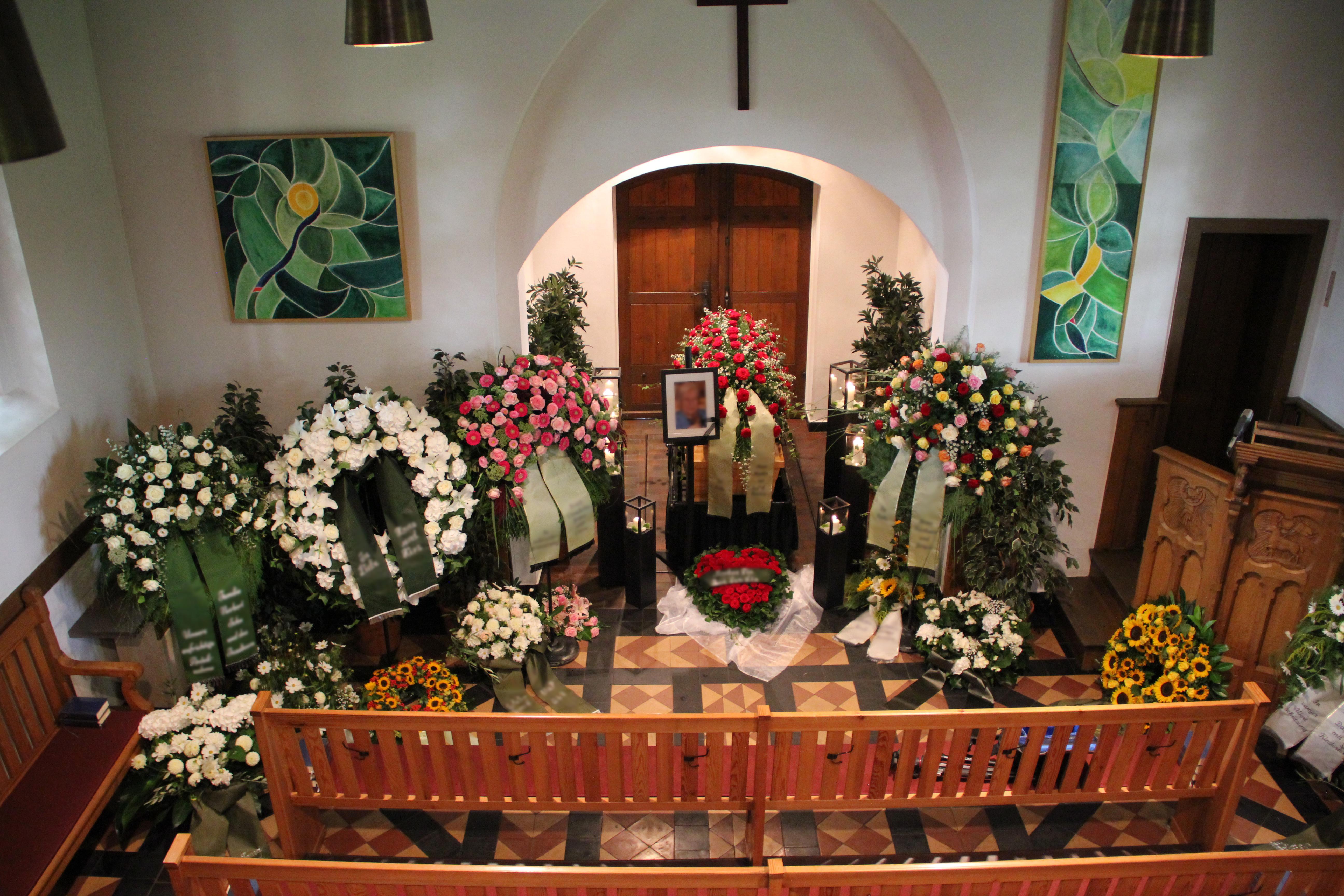 Begräbnis Bestattung Trauer Dekoration Tischlerei Grobe
