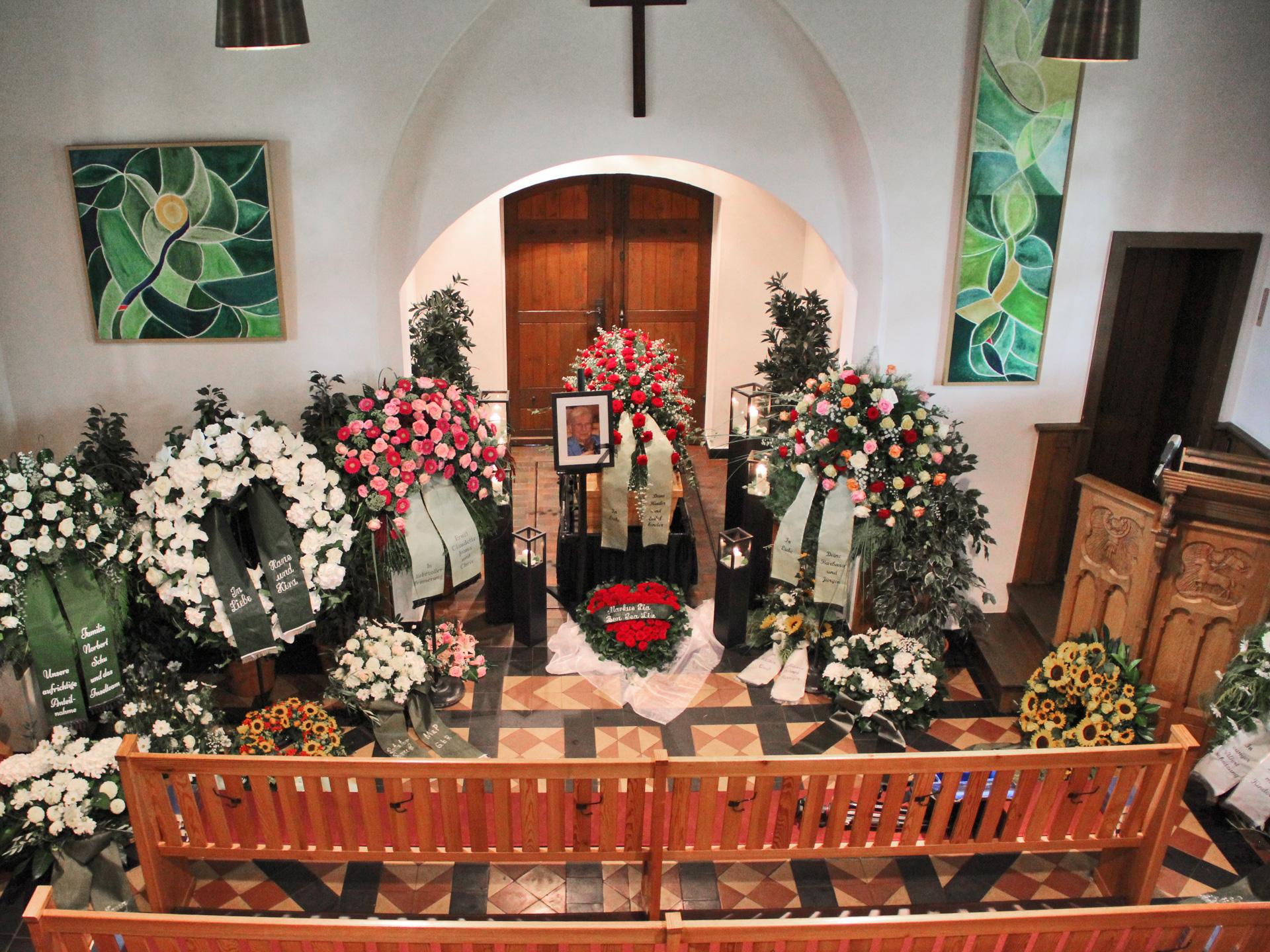 Trauer Beerdigung Begräbnis Tischlerei grobe